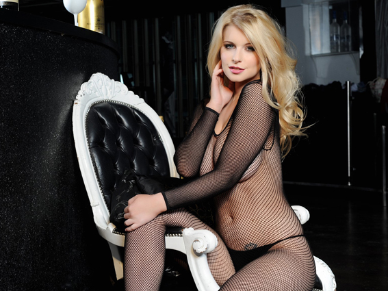 Jessica-Davies-Topless-in-a-Fishnet-Bodystocking-12