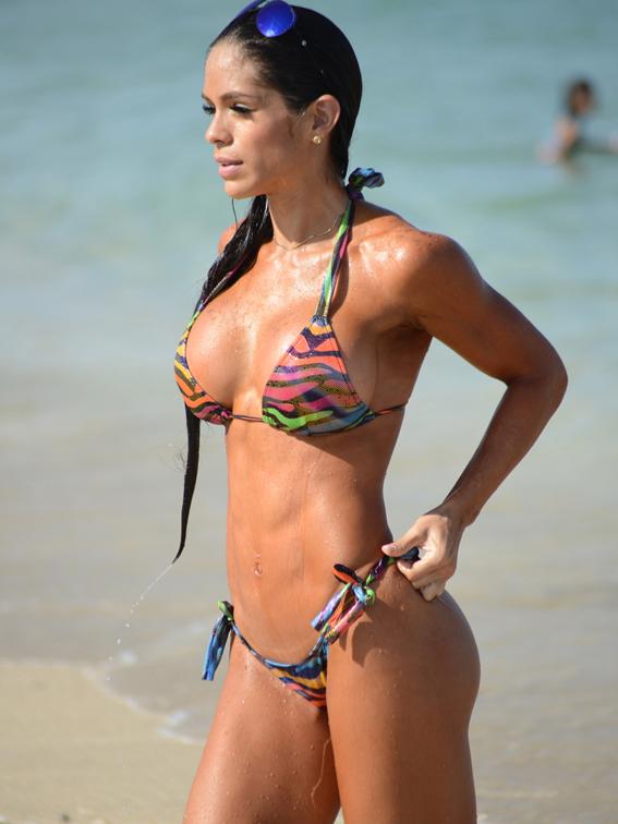 Michelle Lewin revista Chilanga Surf
