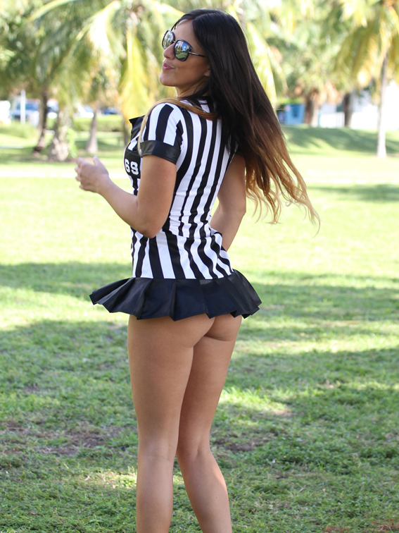 Italian glamour model Claudia Romani gets ready for Halloween