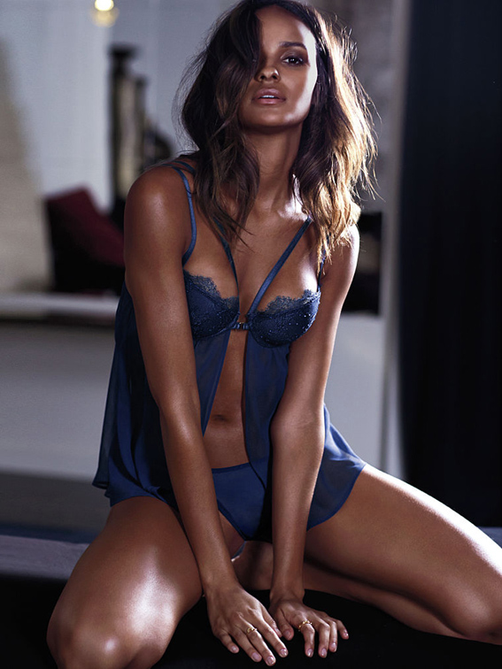 Gracie-Carvalho-Hot-in-Victorias-Secret-October-2014-09
