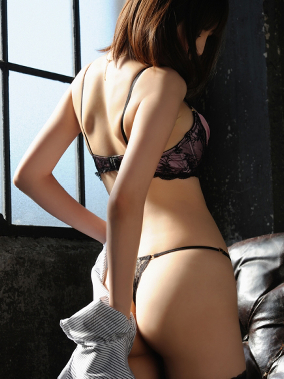 Kurara-Horie-Strips-Topless-in-Pink-and-Black-Lingerie-14-cr1414602273823-435x580