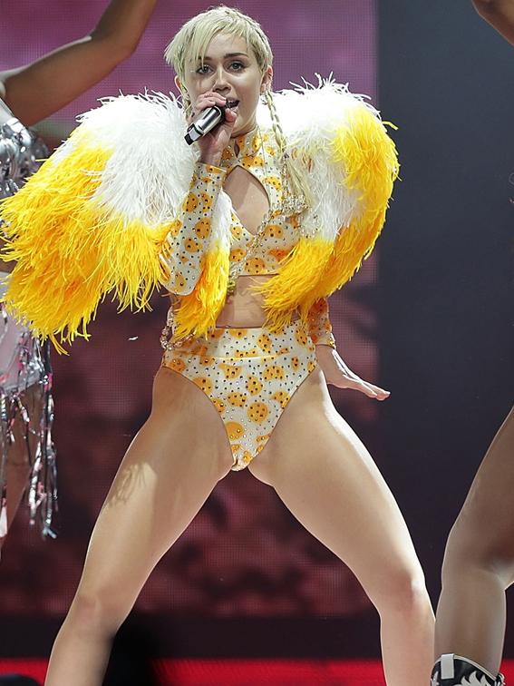 498041631MM039_Miley_Cyrus_