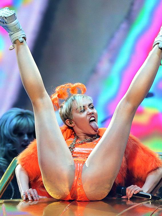 498041631MM016_Miley_Cyrus_