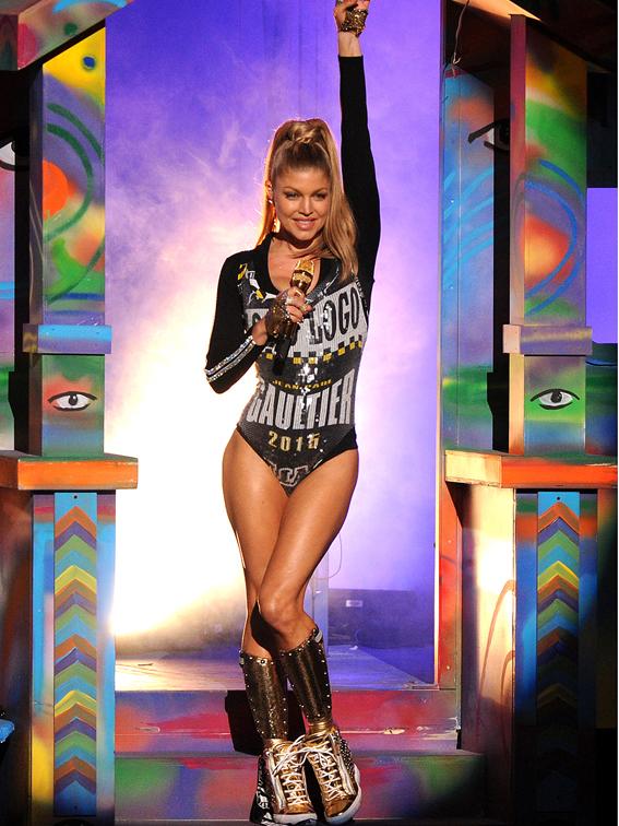 Fergie-American-Music-Awards-03