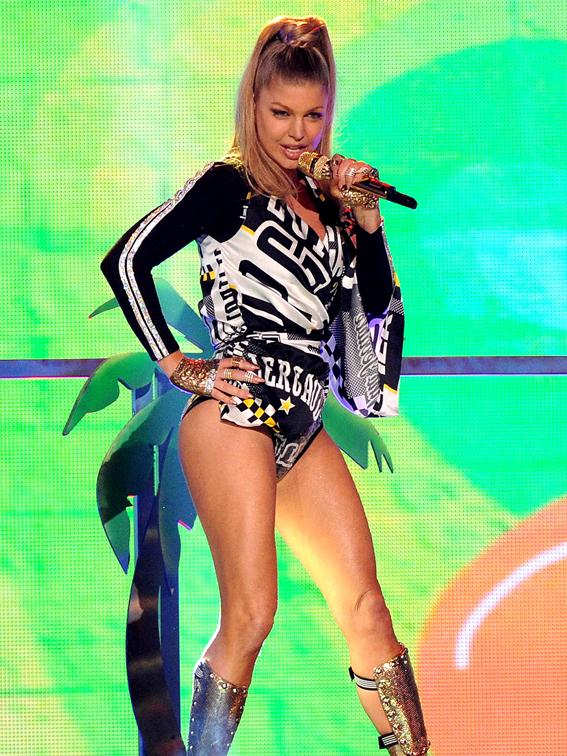Fergie-American-Music-Awards-07
