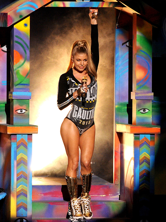 Fergie-American-Music-Awards-09