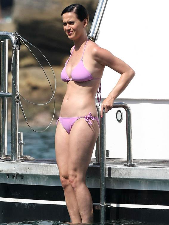 Katy-Perry-Bikini-Party-Australian-Yacht-08