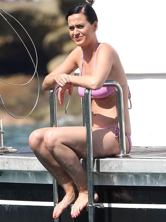 Katy-Perry-Bikini-Party-Australian-Yacht-09
