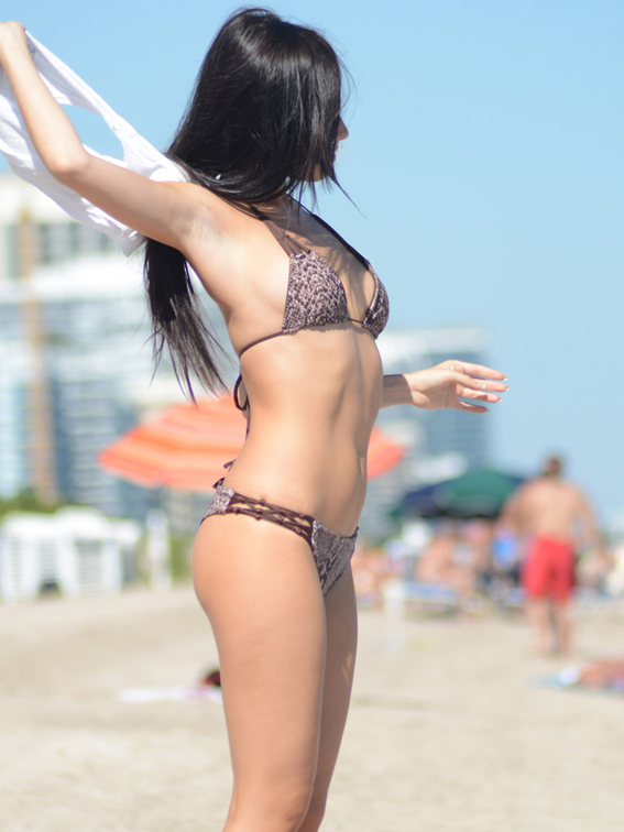 Model Lisa revista Chilanga Surf