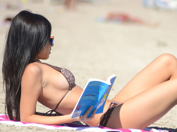 Model Lisa Opie makes reading a book look hot on Miami Beach