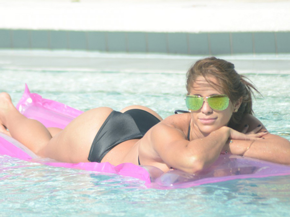 Michelle-Lewin-Takes-Her-Raft-Out-for-a-Ride-in-a-Bikini-at-a-Miami-Pool-08-900x675