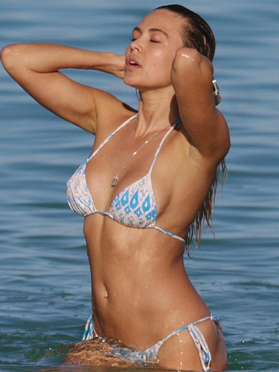 Tetyana-Veryovkina-Shows-Off-Her-Bikini-Body-in-Miami-04-830x1106