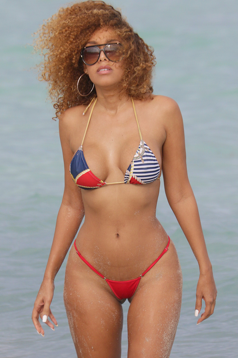 Thalia In Bikini 115