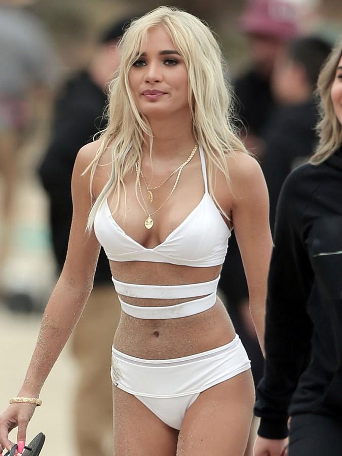 Pia-Mia-Perez-Wears-A-Bikini-On-The-Set-