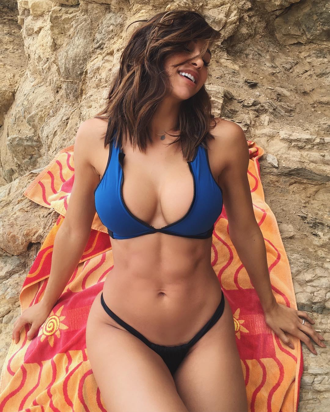 Hot Body ana cheri