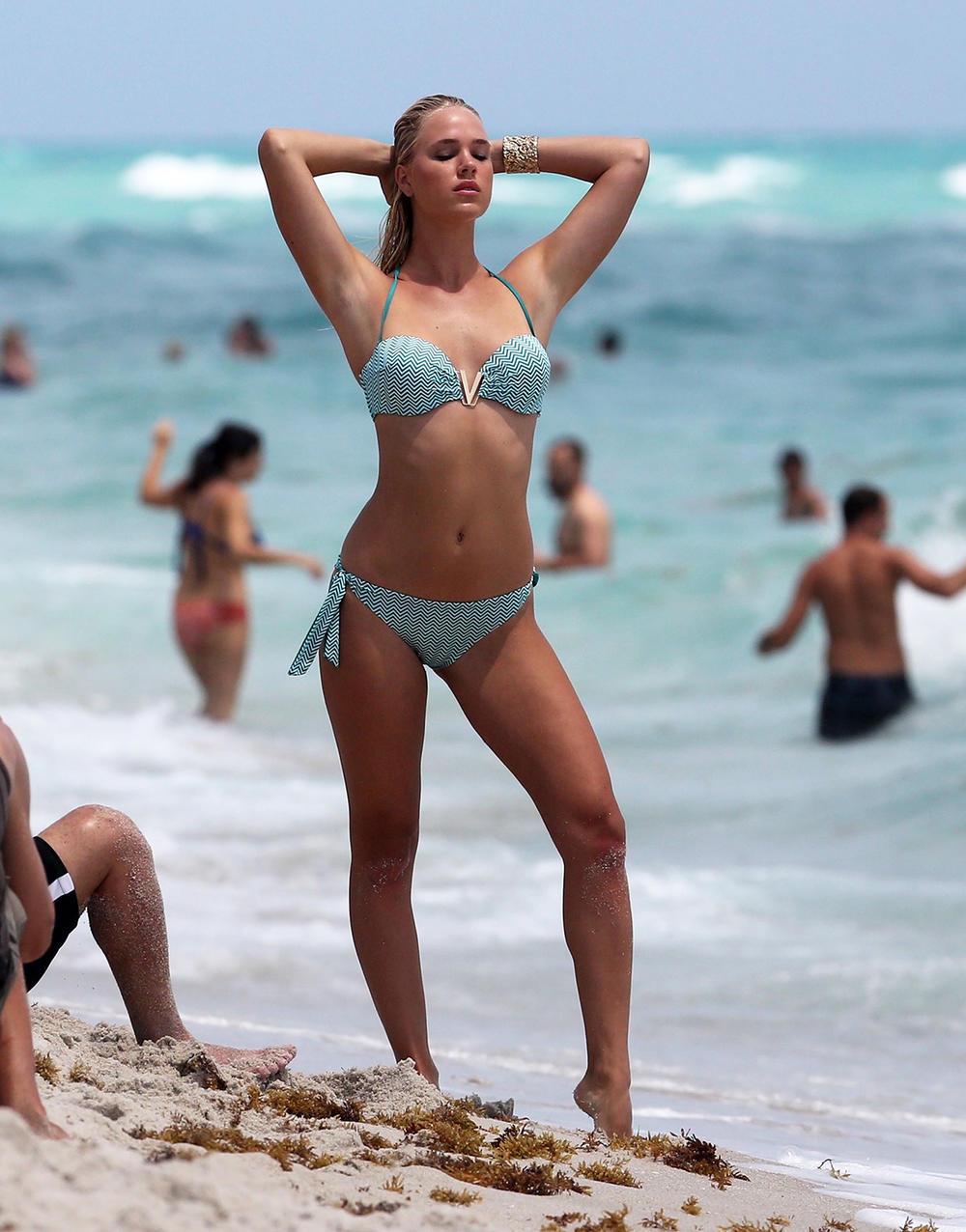 Holly Graves nude (59 photos), Tits, Is a cute, Boobs, in bikini 2006